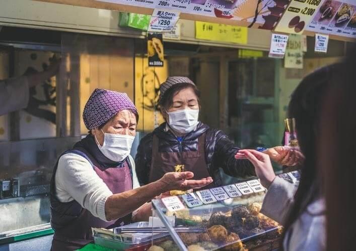 Pasar dan Pertokoan Ditutup Kecuali Toko Makanan dan Apotek